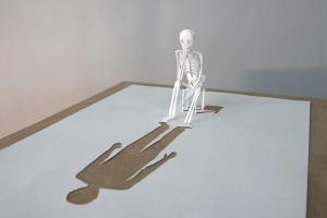 """Peter Callesen, """"Looking back"""" (2006) - A4,carta e colla"""