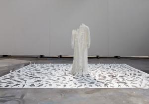 Peter Callesen - Transparent God, 2009, carta e colla, 350 x 450 x 170 cm