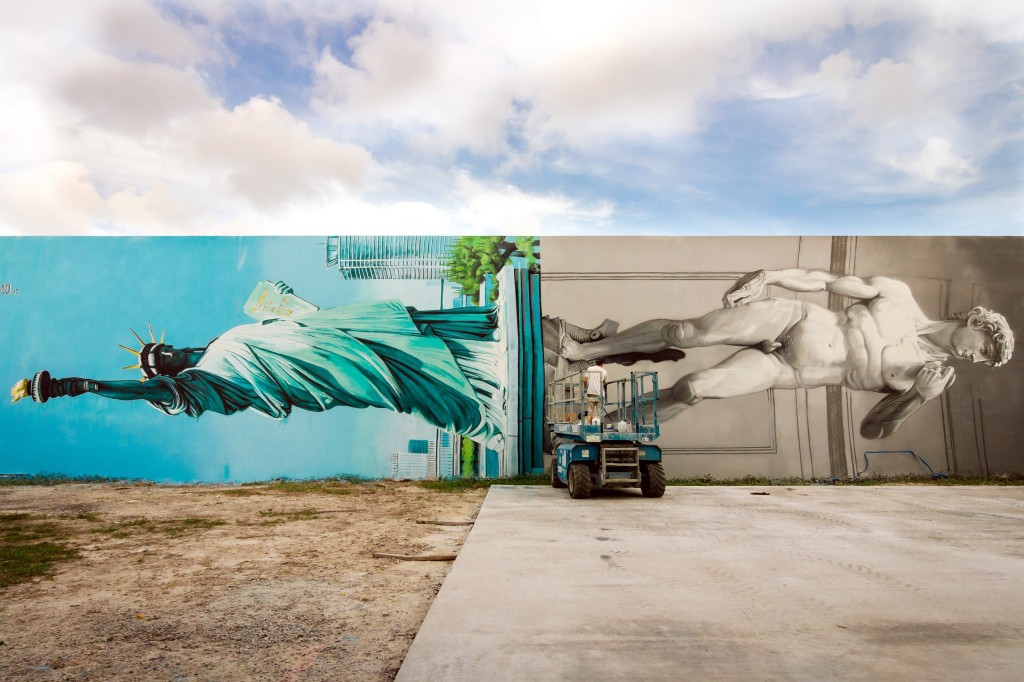 Ozmo, Lady Liberty and David sharing the same pedestal - Miami