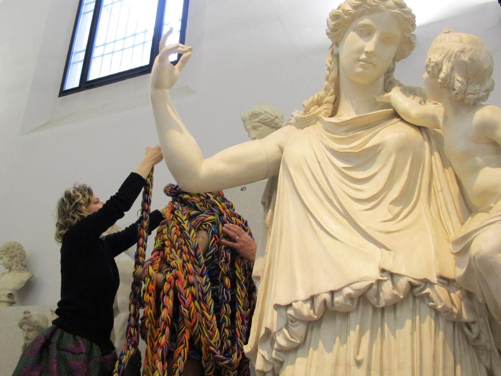 Sissi Manifesto Anatomico veduta della mostra presso Museo Civico Archeologico (Gipsoteca) ph. Cecilia Ceccherini