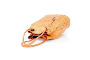 RAISON d'ÊTRE PE2105Secchiello color arancio, con disegno a trama di tessuto si porta a tracolla oppure a braccio