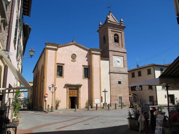 Montaione,piazza centrale, Montaione torna al passato, musica, giocoleria circense, arte di strada con musicisti, funamboli, saltimbanchi, trampolieri