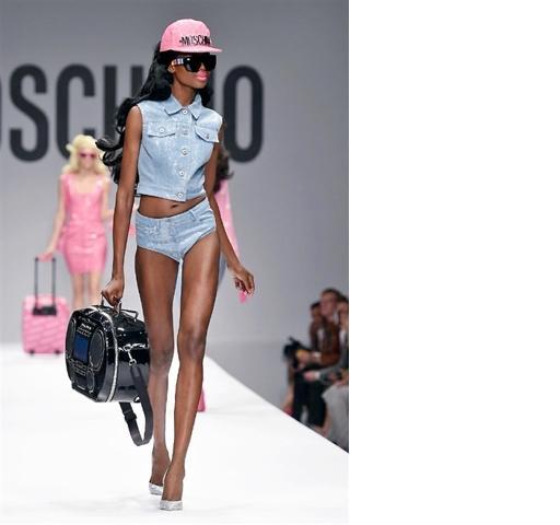 Dalla collezione Primavera-Estate 2015 di Moschino