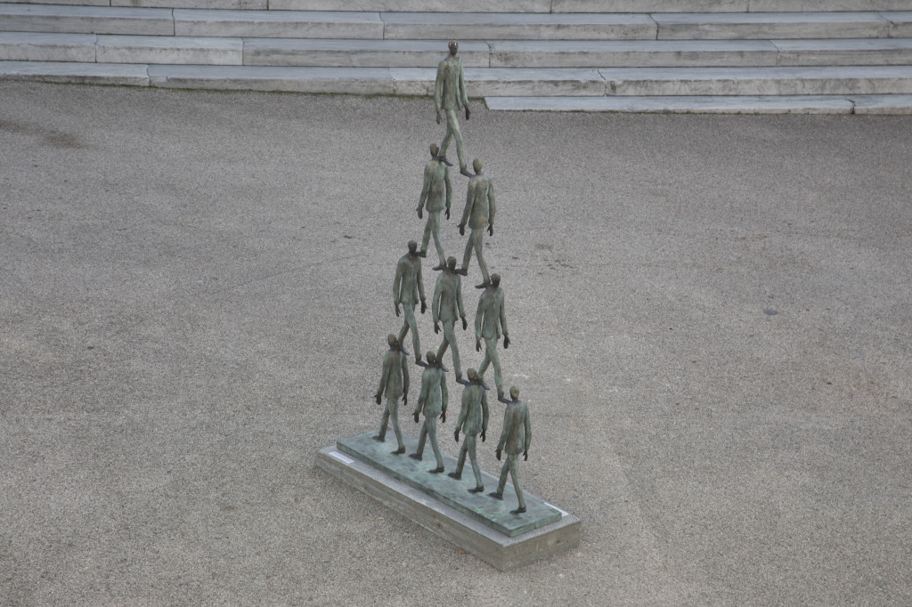 Impresa, 2001 bronzo, cm 274x158x40