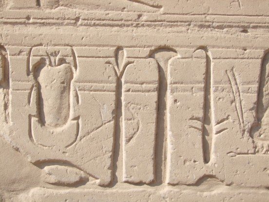 graffiti di amon a karnak egitto