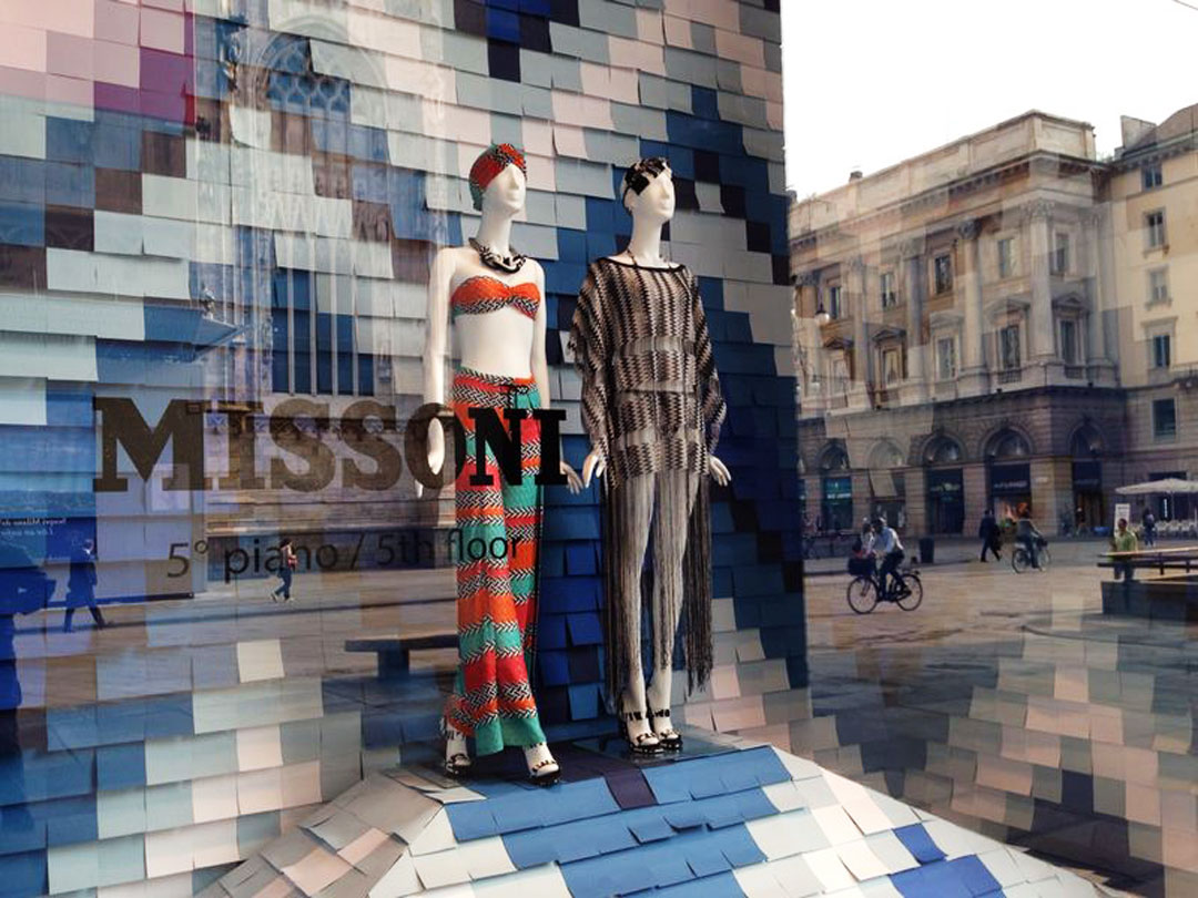 https://zest.today/wordpress/wp-content/uploads/2014/10/missoni-vetrina-rinascente-mare.jpg