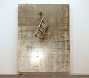 Lawrence Carroll Victory, 2009-2010 291 x 220 x 18 cm olio, cera, tela, lampadine, fili elettrici, giornali, legno