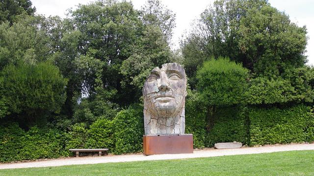 """""""Tindaro Screpolato"""" (Tyndareus Cracked) by Igor Mitoraj, 1998. Giardini di Boboli"""