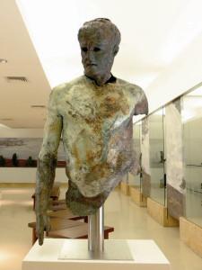 """Figura maschile,II secolo a.C.,bronzo, cm 127 x 75 x 49, Brindisi, Museo Archeologico Provinciale """"F. Ribezzo"""""""