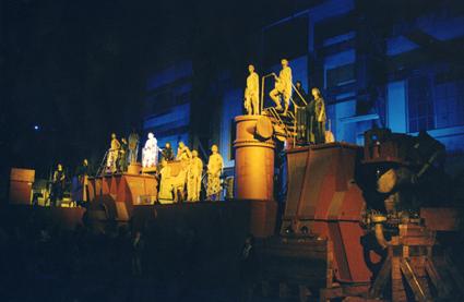 Tonino Conte, I Persiani alla Fiumara scena di insieme 1998