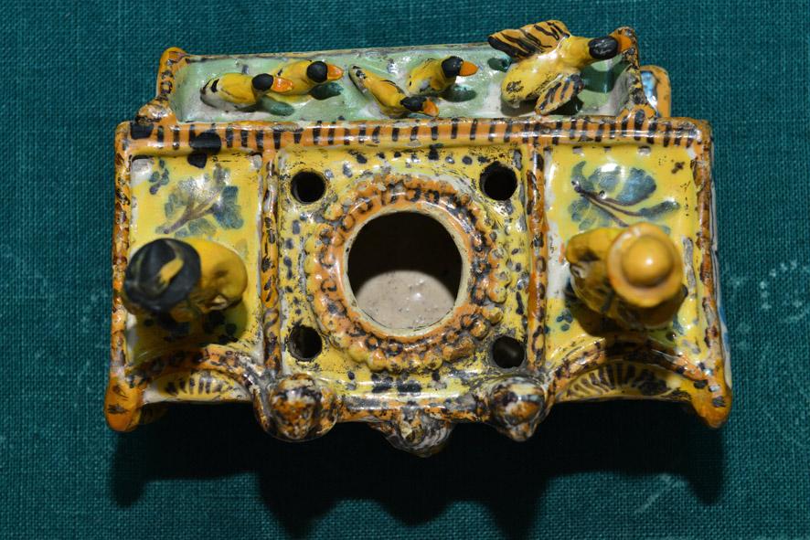 Ceramica popolare, Vaschetta per lumi o calamaio, secc. XVII-XVIII, manifattura di Cerreto Sannita