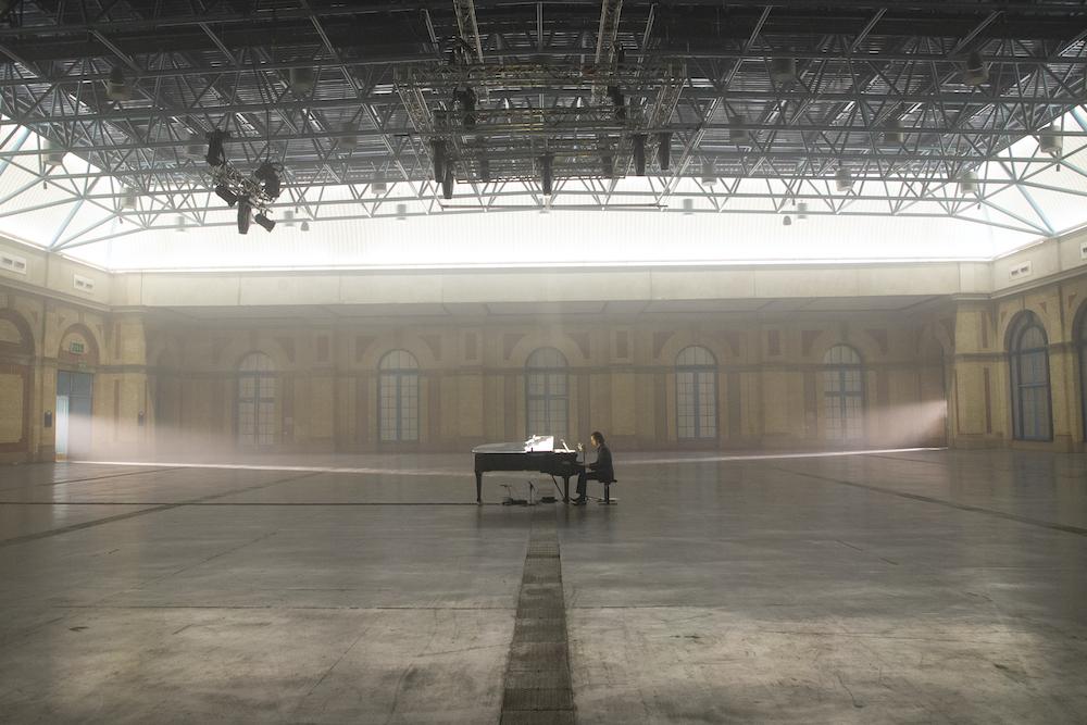 Nick Cave alone at Alexandra Palace 2