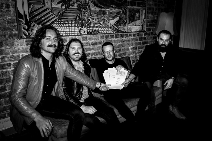 the ugly kings firmano con Naplam Records